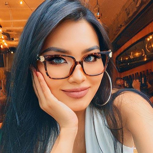 women-eyeglasses